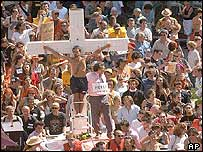 Mock crucifixion during protest in Avignon