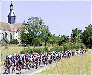 The peloton passes through Coussegrey during stage five