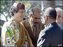 Colonel Gaddafi greeting Joachim Chissano