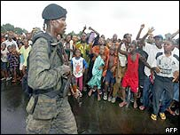 Liberians welcome team of US military experts, 9 July 03