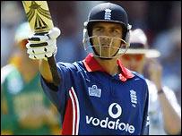 Vikram Solanki hit an impressive half-century to set up the win