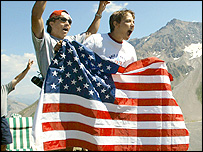 US fans cheer for their favourite, Lance Armstrong