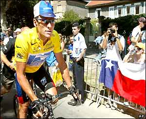 Lance Armstrong is snapped by some Texan fans ahead of stage 10