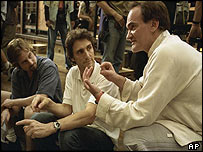 Quentin Tarantino (r) with producer Lawrence Bender (c) and first assistant director William Paul Clark