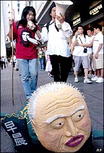 Model head of Tung Chee-hwa and protesters