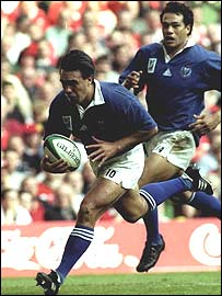 Samoa's Stephen Bachop runs in for a try against Wales
