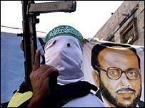 A masked Islamic Jihad activist holding a machine gun