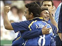 Azhar celebrates with team-mate Saqlain Mushtaq
