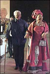 Nelson Mandela and his wife Graca Machel arrive for the gala dinner