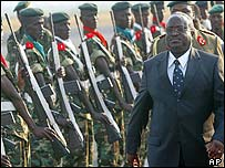 President Domitien Ndayizeye and soldiers