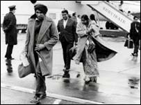 Угандийские беженцы прибывают в Великобританию в 1970-х годах