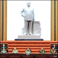 Kim Jong-il overshadowed by statue of his father