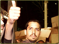David Blaine gives a thumbs up after jumping off a 100 foot tall column