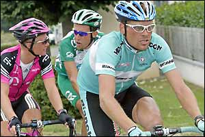 Kazakhstan's Alexandre Vinokourov chats to Frenchman Christophe Moreau while Jan Ullrich stays focussed