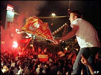 Fans celebrate Galatasaray UEFA cup victory
