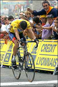Armstrong crosses the line to win stage 15