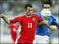 Ryan Giggs takes on Italy's Christian Panucci