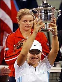Justine Henin-Hardenne lifts the US Open trophy