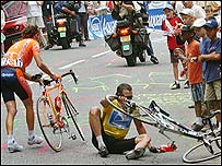 Lance Armstrong (right) scrambles to remount his bike