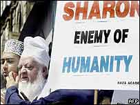 Indian Muslims protest against Sharon's visit in Bombay