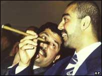 Qusay (izquierda) y Uday Hussein
