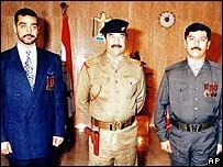 Uday (izquierda), Saddam y Qusay Hussein.