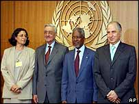 Aqila al-Hashimi (left) and two other Iraqi Governing Council members pose with UN Secretary General Kofi Annan (second right) at the UN