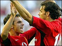 Gary Neville congratulates Ruud Ruud van Nistelrooy after his seventh-minute strike