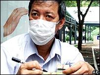Singapore cabbie prepares SARS warning stickers
