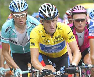 Lance Armstrong rides in the middle of the peloton