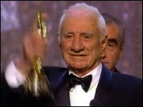Kazan with his Oscar in 1999