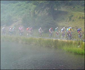 The peloton hits the fog