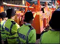 Arms fair protesters meet police at DSEI arms fair in Docklands
