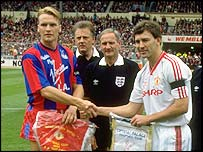 Geoff Thomas (left) captained Crystal Palace in the 1990 FA Cup final