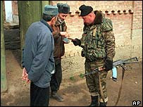 Budanov checking documents in Tangi-Chu in March 2000