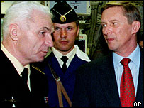Suchkov (left) and Russian Defence Minister Sergei Ivanov