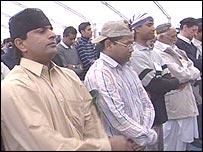 Ahmadiyyas pray