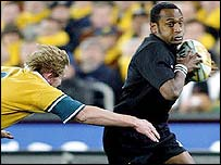 Joe Rokocoko out-paces the Australian defence