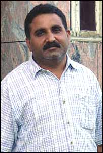Maqsood Ahmed, construction worker - _39327370_maqsood203