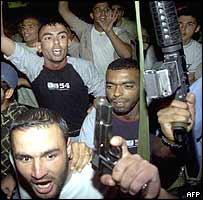 Palestinians rally at Yasser Arafat's compound