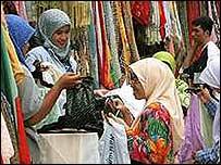 Малайзия: женщины в магазине