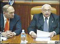 Vice-premier Ehud Olmert (left) and Prime Minister Ariel Sharon