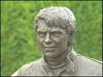 Statue of Roger Williamson