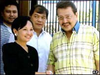 Joseph Estrada (r) with current President Gloria Arroyo