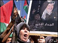 Palestinian woman rallies for Yasser Arafat