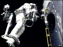 Astronaut Richard Linnehan tends to Hubble on a 2002 service mission