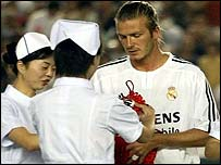 David Beckham receives a gift from Chinese nurses before making his debut
