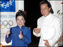 Hong Kong actor Jackie Chan (r) and China's former table tennis world champion, Deng Yaping (l)