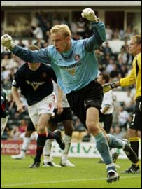 Mart Poom celebrates his dramatic strike