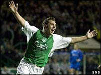 Stephen Dobbie celebrates opening the scoring for Hibs in the first minute